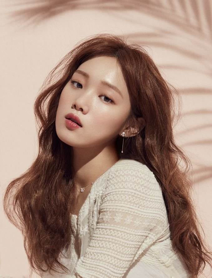 profile-Lee-Sung-Kyung-1